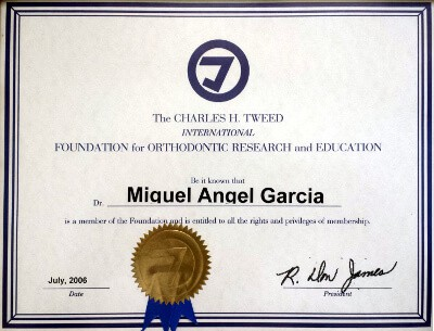 Clínica Dental Miguel Ángel - Titulo Charles Tweed