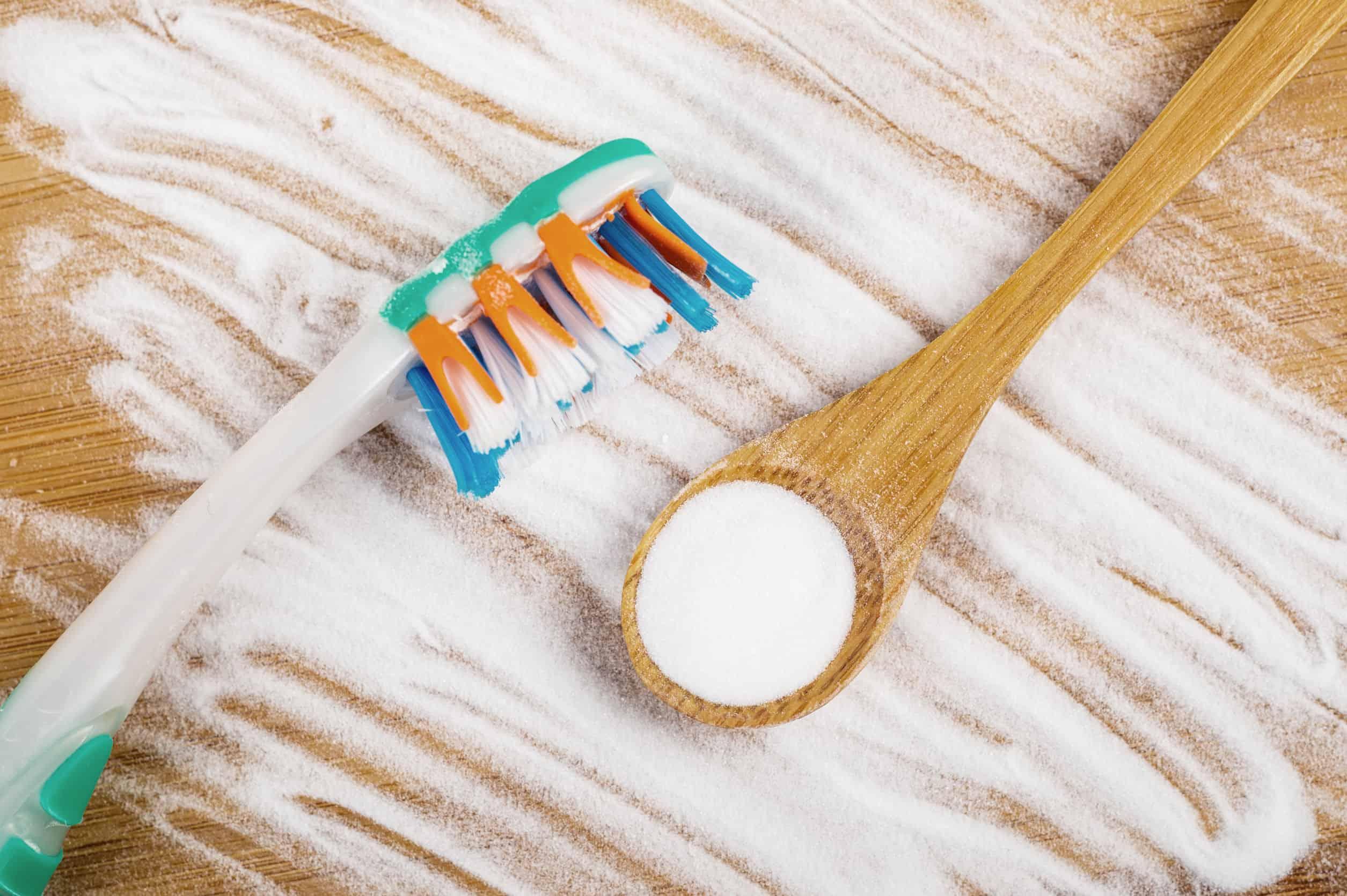 es bueno el bicarbonato para blanquear los dientes