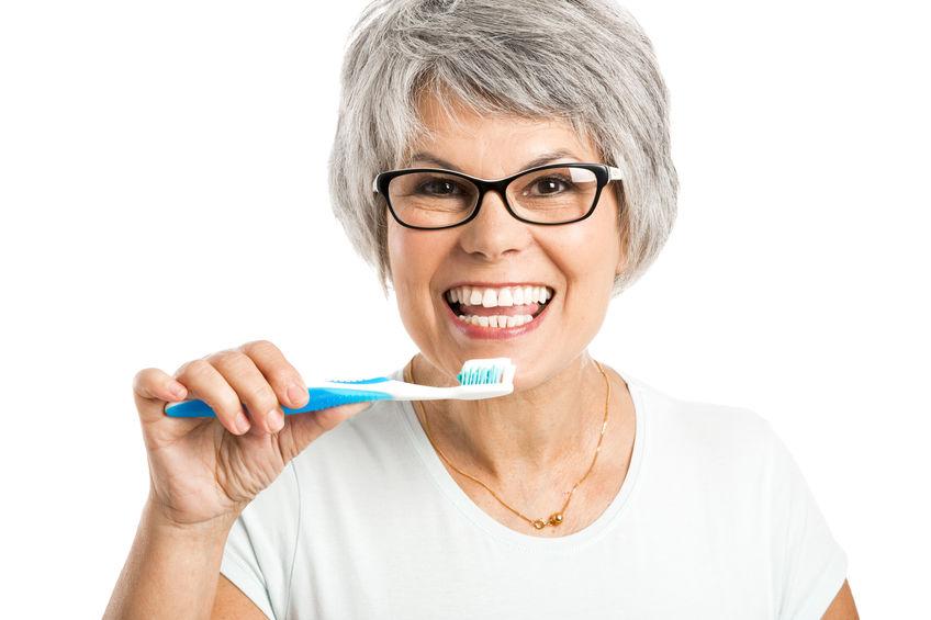 Lavando los dientes - Clínica Dental Miguel Ángel García